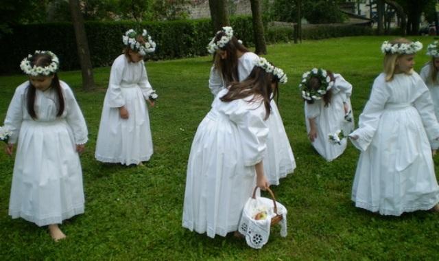 Sutra 26. Smotra dječjeg folklora
