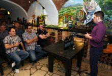 "Na degustaciji vina Hrvoje Košutić održao predavanje s temom ""Ima li velikog vina bez drvene bačve?"""