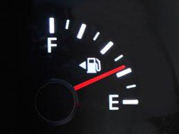 Policija ekspresno uhvatila kradljivce goriva iz automobila