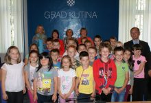 Učenici područnih škola Zbjegovača, Janja Lipa i Jamarice iz OŠ Banova Jaruga u posjeti kod gradonačelnika