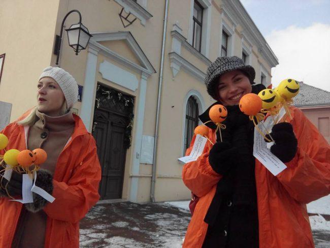 Žene HNS-a jučer po gradu pričale viceve i dijelile smajliće