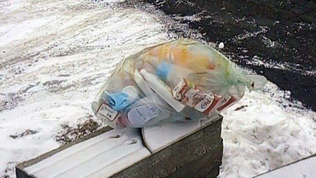 Saznajemo zašto već 2 tjedna pred kućama stoje vreće s plastičnim otpadom u Ulici Matije Gupca i Vinogradskoj